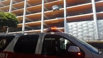 Cụ bà lái Honda Civic suýt lao từ tầng 4 xuống đường
