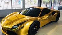 """Siêu xe Ferrari 488 GTB """"mạ vàng"""" gây choáng không ít người đi đường"""