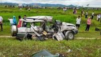 Nghệ An: Ford Everest bẹp dúm sau vụ tai nạn tàu hỏa, 4 người cùng dòng họ thương vong