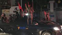 Ra đường ăn mừng Olympic Việt Nam lọt vào bán kết ASIAD 2018, nhiều người dân Hà Nội bất chấp cả an toàn