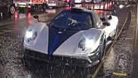 """Hàng độc Pagani Zonda Riviera bị bắt gặp """"tắm mưa"""" trên đường phố London"""