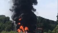Cháy nổ kinh hoàng do tai nạn giữa xe bồn chở xăng và xe con trên cao tốc Nội Bài - Lào Cai