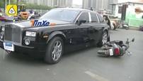 Đâm ngang sườn Rolls-Royce Phantom, người đi xe máy điện tái mặt khi nghĩ đến tiền bồi thường