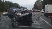 Range Rover lao sang làn đường ngược chiều, đâm 4 ô tô khiến 1 người tử vong