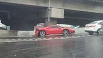 """Lái siêu xe Ferrari 488 GTB bất cẩn, người đàn ông này có thể """"bán nhà đi mà đền"""""""