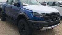 """""""Quái vật"""" off-road Ford Ranger Raptor bất ngờ xuất hiện tại cảng Sài thành"""