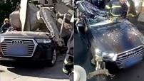 Bị xe bồn lật trúng, SUV hạng sang Audi bẹp dúm