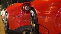 Hà Nội: Đỗ dưới lòng đường, siêu xe Ferrari F12 Berlinetta bị xe máy va quẹt