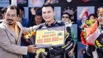 """Ca sĩ Khắc Việt """"khoe"""" giành quán quân tại giải đua xe mô tô ở Bình Dương"""