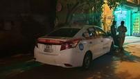 Hà Nội: Tài xế taxi bị bắn rồi cán qua người sau va chạm giao thông với Mazda CX-5