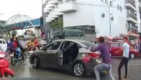 Nghệ An: Va chạm giao thông, thanh niên đi xe máy cầm dao chém đứt gân tay tài xế ô tô