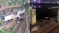 Lào Cai: Nữ tài xế lái Mazda CX-5 ủi bay lan can đường bờ kè, lao xuống bãi bồi ven sông Hồng