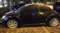 Xe con bọ Volkswagen Beetle bị chủ nhân bỏ rơi 4 năm tại Hà Nội, ngoại thất đóng bụi, 1 lốp xe hết hơi