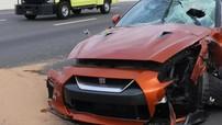 Cục bê tông lớn rơi trúng kính chắn gió của siêu xe GT-R, một nhân viên của hãng Nissan tử vong