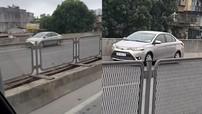 Toyota Vios đi lùi trên đường vành đai 3 trên cao khiến cư dân mạng bức xúc