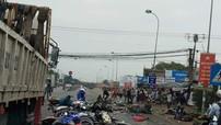 Rùng mình với video ghi lại cảnh xe container đâm 21 xe máy dừng đèn đỏ ở Long An