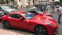 """""""Ngựa chiến"""" Ferrari F12 Berlinetta của doanh nhân Hà Nội vào Nam đón Tết Dương lịch"""