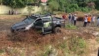 Ford Ranger và Honda Civic đua với nhau trên đại lộ Bình Dương, gây tai nạn liên hoàn