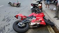 """Sài Gòn: Bị """"rớt nài"""", Ducati 899 Panigale lao thẳng vào Honda SH Mode"""