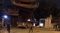 Hà Nội: Xe bán tải húc đổ cổng chùa Ngòi lúc nửa đêm