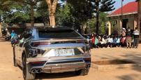 """Minh """"Nhựa"""" cầm lái Lamborghini Urus về huyện nghèo Krông Ana trao quà tết"""