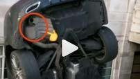 Mercedes-Benz C-Class trở thành trò cười trên mạng xã hội vì lộ ống xả giả sau khi tai nạn