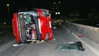 Xe chở khách về quê ăn Tết bị lật trên quốc lộ, 20 người nhập viện