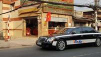 Xe siêu sang Maybach 62S tông màu trắng-đen của một doanh nhân kín tiếng ở Thủ Đức