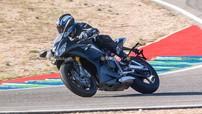 Sport bike hạng trung Triumph Daytona 765 thế hệ mới lộ thiết kế và trang bị cao cấp
