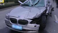 Chở con đi chúc Tết, ông bố ngủ gật khiến chiếc BMW hạ gục dải phân cách dài 10 m