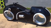 Đại gia Phúc XO tậu thêm siêu xe mô tô mang kiểu dáng Tron Light Cycle