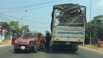 Đắk Lắk: Chạy lấn làn để vượt xe trộn bê tông, Toyota Hilux đối đầu ô tô tải