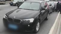 Xe BMW phanh đột ngột ở đường dẫn cầu, 5 chiếc ô tô phía sau tông xe dây chuyền