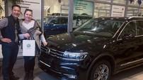Thủ thành Đặng Văn Lâm mua Volkswagen Tiguan Allspace 2019 tặng cho bố mẹ