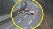 Chuyển làn trên cao tốc như chốn không người, tài xế gián tiếp gây ra 2 vụ va chạm liên hoàn