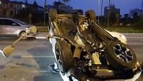 Hà Nội: Nữ tài xế lái Honda CR-V đâm vào dải phân cách khiến xe lật ngửa, rụng bánh