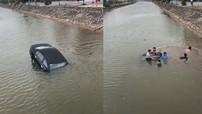 Nam Định: Tài xế lái xe ô tô con rơi xuống sông, may mắn được người dân cứu ra khỏi xe
