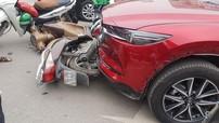 Nữ tài xế điều khiển Mazda CX-5 đâm liên hoàn ít nhất 5 xe máy tại Ngã Tư Sở