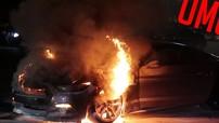 Sau gần 2 phút đốt lốp, chiếc Ford Mustang GT bốc cháy dữ dội