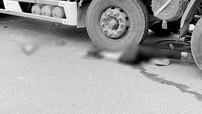 Bị xe tải cuốn vào gầm, người phụ nữ đi xe máy tử vong tại thành phố Đà Lạt