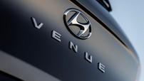 Mẫu crossover nhỏ hơn và rẻ hơn Kona có tên chính thức là Hyundai Venue, ra mắt vào tháng sau