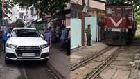 Đà Nẵng: Hết Mazda3 lại đến Audi Q5 đỗ trên đường ray khiến đầu máy tàu hỏa không thể quay đầu