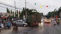 Ô tô tải chở vịt lao sang làn đường ngược chiều, tông nát đầu Toyota Innova tại Đồng Nai