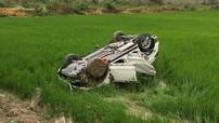 Hải Dương: Hyundai Santa Fe lật ngửa dưới ruộng, người lái tử vong tại chỗ