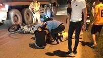 Hà Nội: Nam thanh niên đi xe máy không đội mũ bảo hiểm, tông ngã Thiếu tá CSGT đang làm nhiệm vụ