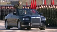 Aurus Senat Convertible xuất hiện trong buổi diễu hành của quân đội Nga, được ví như Rolls-Royce Dawn