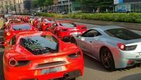 """Hơn 50 siêu xe Ferrari của nhà giàu Singapore kéo sang Malaysia khiến giao thông bị """"tắc đường"""""""