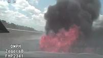 Truy đuổi người vi phạm ở vận tốc 229 km/h rồi dừng trên bãi cỏ khô, xe tuần tra của cảnh sát bốc cháy