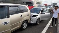 8 ô tô tông xe dây chuyền trên cao tốc TP.HCM - Trung Lương, cửa ngõ miền Tây kẹt cứng
