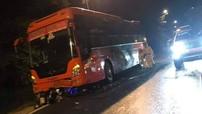 Xe khách Phương Trang chạy vào đường cấm trên đèo Prenn gây tai nạn với xe máy, 1 người tử vong